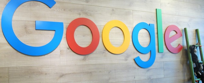 Logo Google di Reception Desk