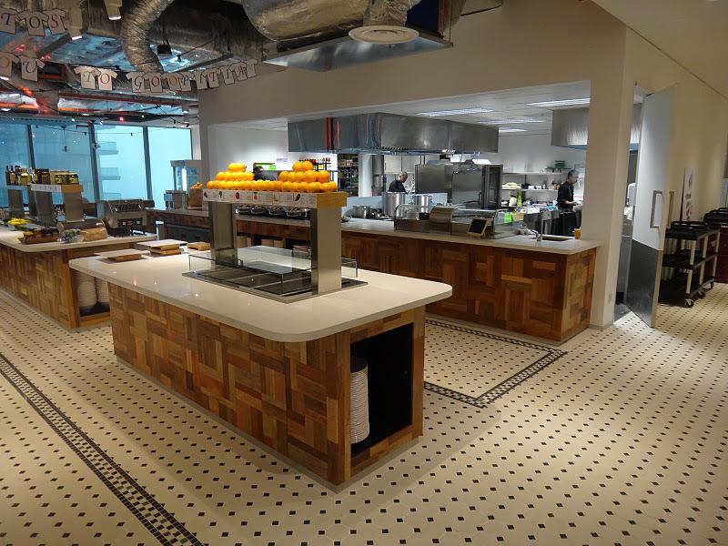 Dapur untuk memasok makanan para karyawan yang kerja di Google Singapore
