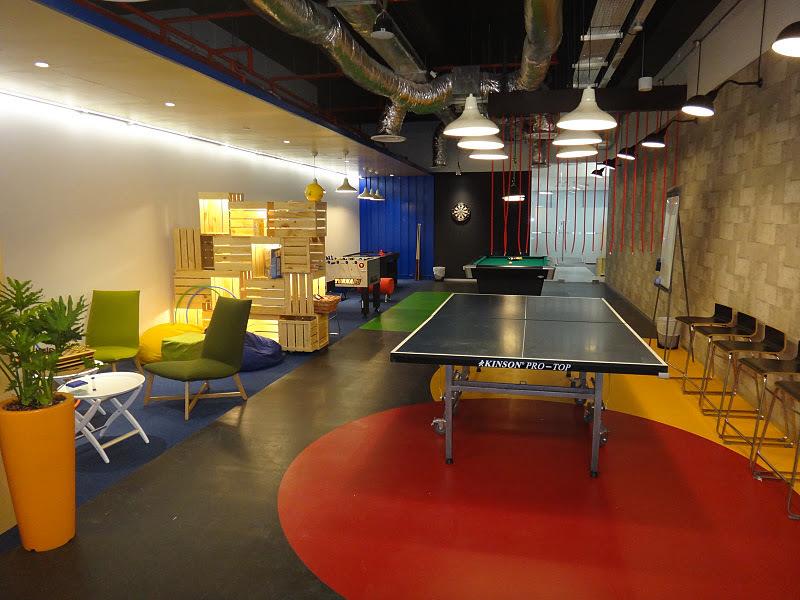 Bermain tennis meja sambil kerja di Google? Bisaaa...