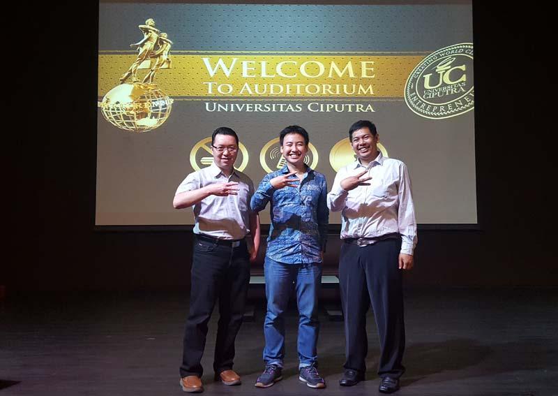 Stephanus Eko Wahyudi (Kaprodi Teknik Informatika UC), Arief Widhiyasa (CEO Agate Studio), dan David Boy Tonara (Dosen Teknik Informatika UC - MIS, Mentor Start Surabaya)
