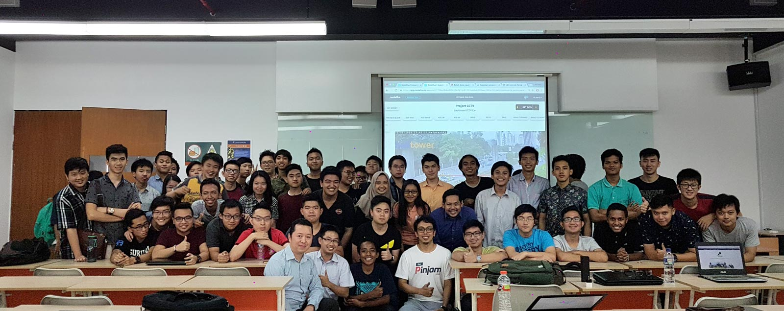 Foto bersama di akhir sesi kuliah tamu Internet of Things