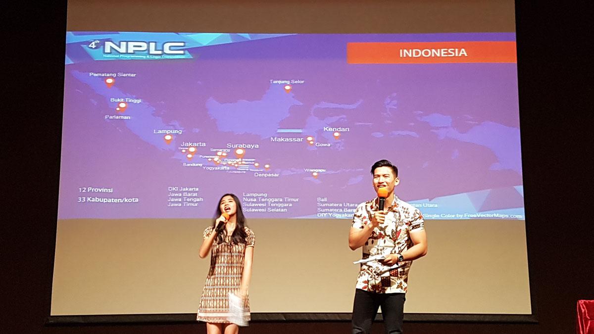 MC menyapa peserta dari berbagai belahan Indonesia yang hadir di kampus UC (tampak di grafis). Bangkitkan Startup Indonesia!