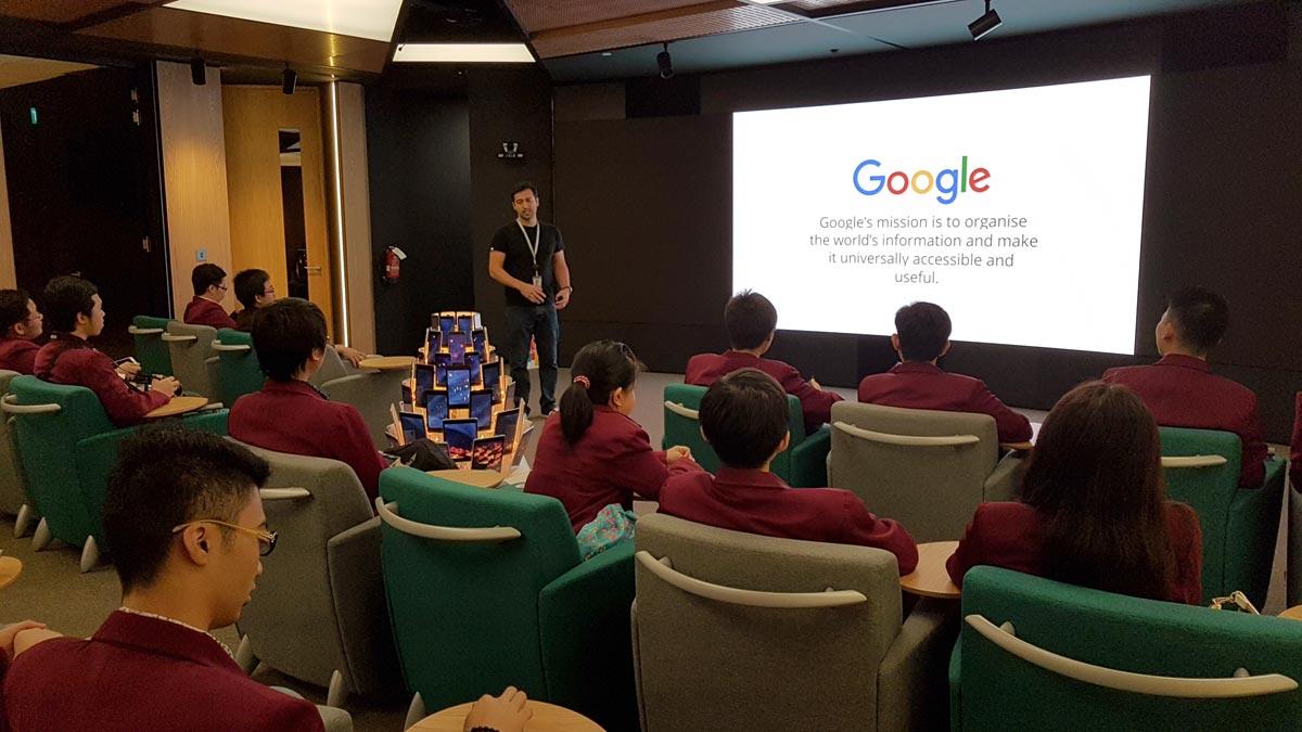 Teknik Informatika Universitas Ciputra Surabaya di Google Asia Pacific HQ, bersama Sami Kizilbash - Developer Relations