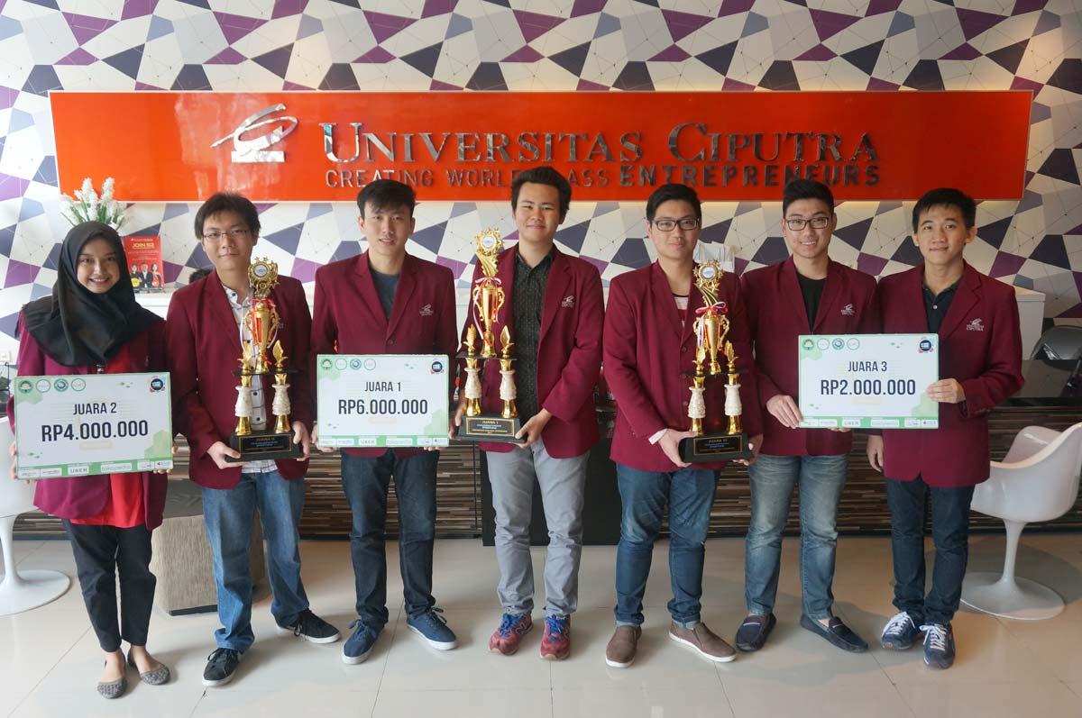 Team Juara HackFest 2017 berfoto di Student Lounge Universitas Ciputra