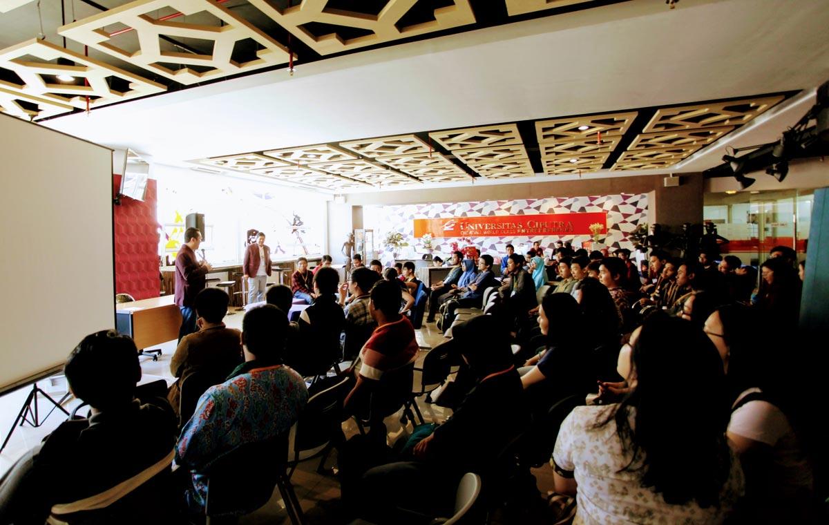 Sesi Pembukaan Acara 90K Code yang berlangsung di Student Lounge Universitas Ciputra