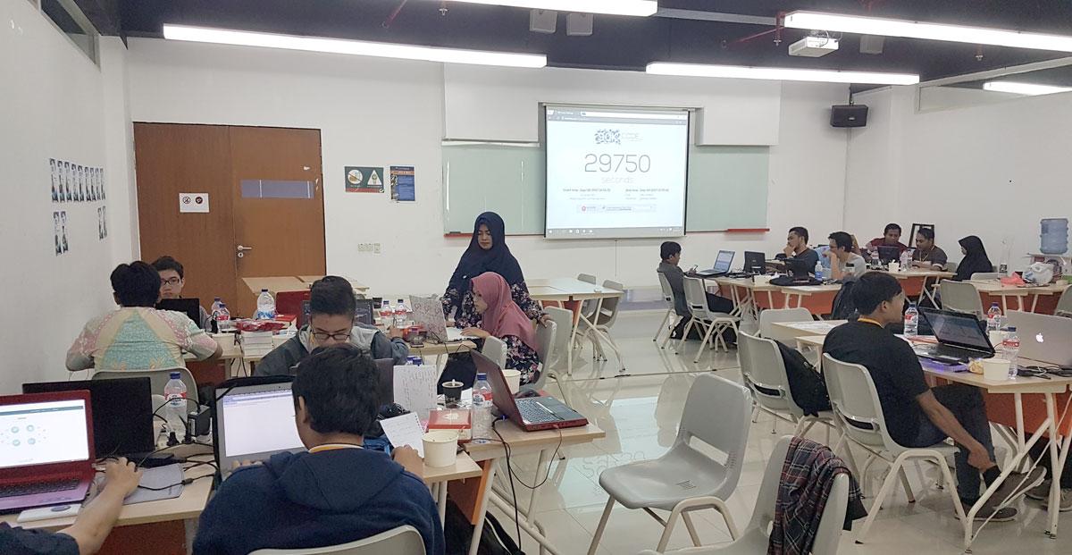 Suasana hackathon di hari kedua