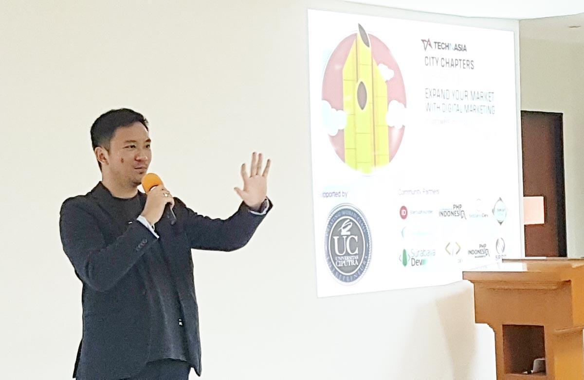 TechInAsia Surabaya City Chapter: Ade Syah Lubis memaparkan strategi Digital Marketing