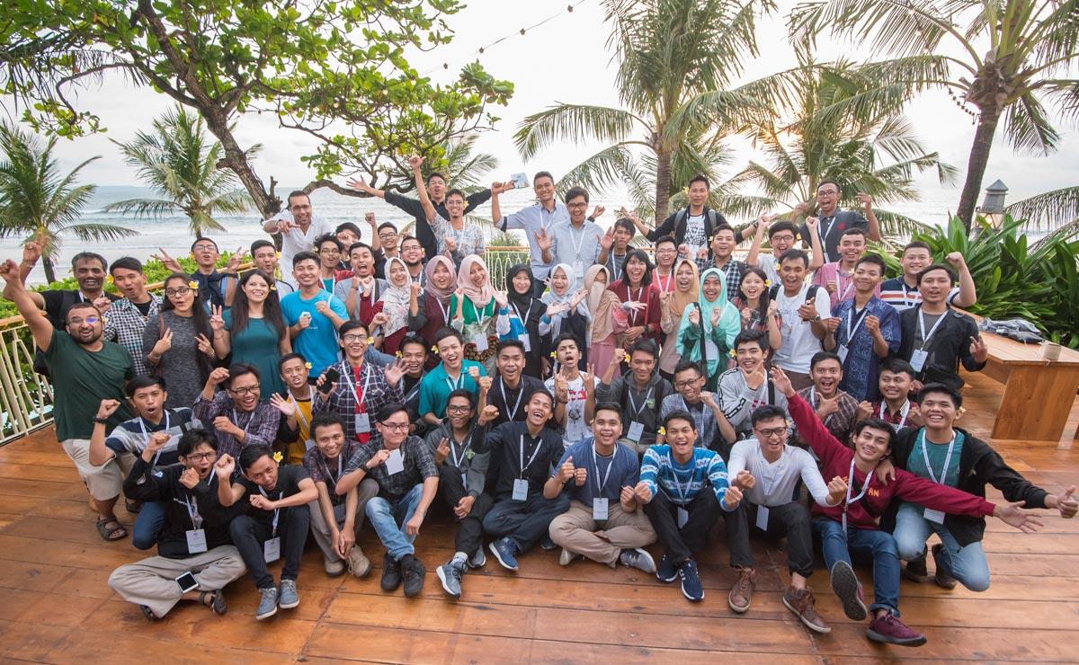 Berfoto bersama seluruh peserta Google DSC Indonesia Summit 2018