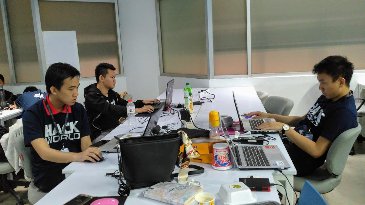 Sebagian mahasiswa Informatika (IMT) dan Sistem Informasi (ISB) Universitas Ciputra yang berpartisipasi di Imago Hack7