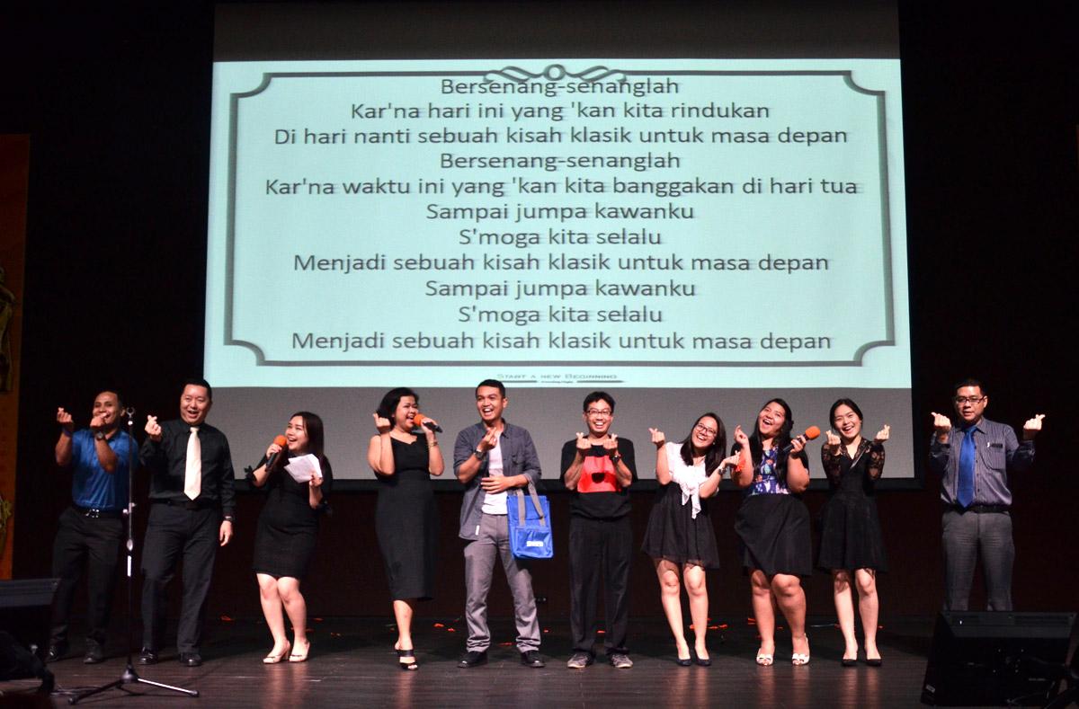 Performance Staff termasuk Dosen di Red Carpet Night 2018