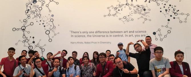 Mahasiswa Teknik Informatika UC Mengunjungi ArtScience Museum Singapore dallam rangkaian Studi Ekskursi 2019